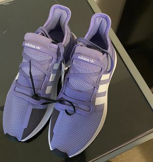 BrandNew Woman Adidas Shoes/W Adidas FannyPack for Sale in Milwaukee, WI