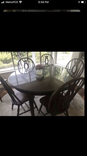 Beautiful antique dining table & 6 chairs $130 for Sale in Garden Grove, CA