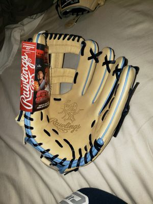 New Rawlings Heart of the Hide 11.5inch Glove for Sale in Riverside, CA