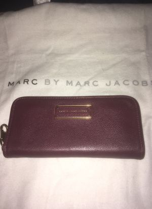 Like new Marc jacobs too hot to handle cardamom burgundy wine leather wallet zip around $228 retail purse bag maroon full size handbag for Sale in Phoenix, AZ