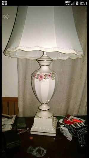 ANTIQUE Lamp for Sale in Pelion, SC