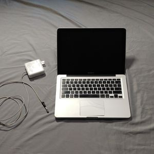 MacBook Pro - For Part (Kinda Works) for Sale in Grass Valley, CA