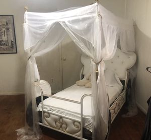 Custom Princess Carriage Twin Bed for Sale in Huntsville, TX