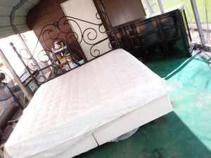 King size bedroom set for Sale in Fort Meade, FL