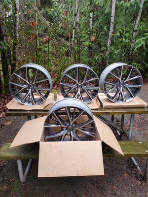 2018 v90 rims next to new condition for Sale in Carnation, WA