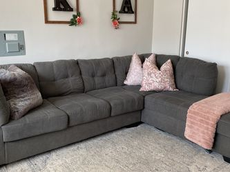 Grey L-shaped Couch for Sale in Chicago,  IL