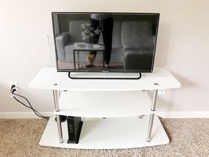 Tv table + TV for Sale in Los Angeles, CA