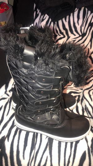 11M snow boots woman for Sale in Saint Johns, FL
