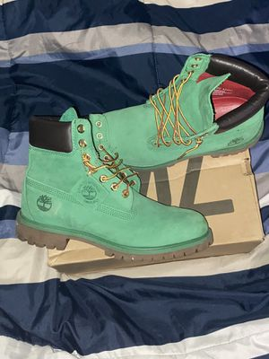 Limited edition money green tims size 8.5 for Sale in St. Clair Shores, MI