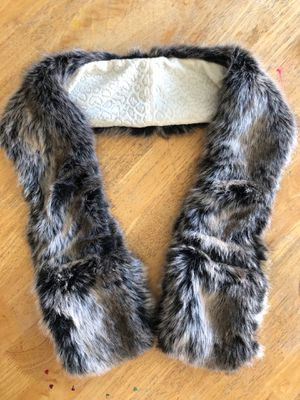 Beautiful faux fur scarf for Sale in Palmdale, CA