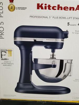 Kitchen Aid Mixer. Brand New In Box Artisan® Series 5 Quart Tilt-Head Stand Mixer . for Sale in San Antonio, TX