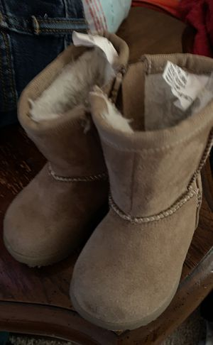 Toddler girl boots sz 2 for Sale in San Antonio, TX