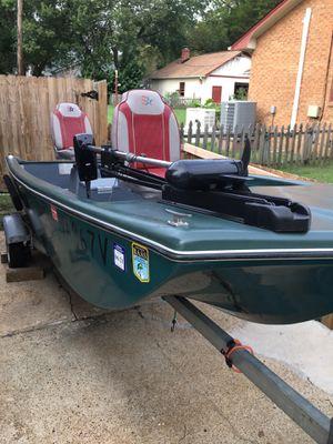14 ft fiberglass bass boat for Sale in Yorktown, VA