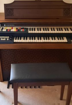 1981 Hammond 9200 Electric Organ With Bench (Hardly Used But Repairs Needed) for Sale in Canonsburg,  PA