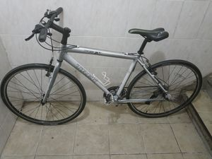 Bicicleta marca trek 7.3 FX gomas 700 * 32 cambios 24 en buen estado for Sale in Brooklyn, NY