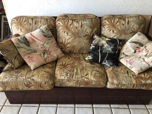 Wood couch with Hawaiian fabric. for Sale in Kihei, HI