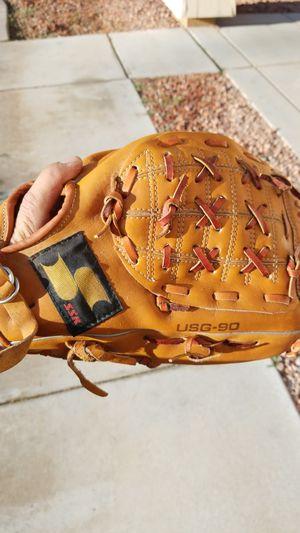 14 inch softball glove for Sale in Avondale, AZ