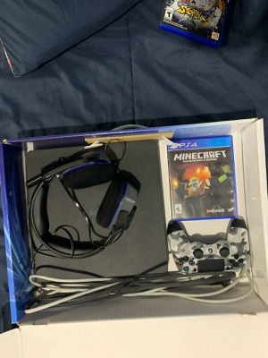 Ps4 slim with gaming headphones controller and Minecraft for Sale in Hialeah, FL