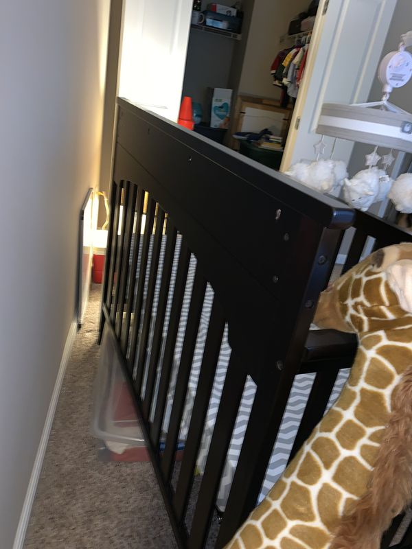 Delta children's changing table and crib
