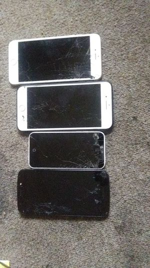 Iphone 6 pluse and 7 are locked..iphone 5 wont cut on.. Motorola works perfectly for Sale in Tampa, FL