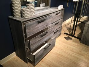 6 Drawer Dresser, Grey for Sale in Downey, CA