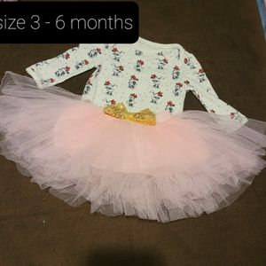 BABY GIRL SET OF CLOTH SIZE 3-6 MONTHS for Sale in Miami, FL