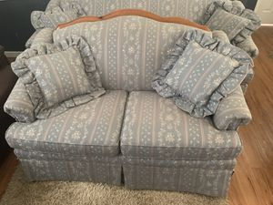 couch and love see 150 obo for Sale in Vancleave, MS