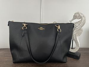 Coach Gallery Tote Shoulder Bag - Black for Sale in Houston, TX