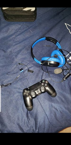 ps4 headset and controller for Sale in Houston, TX