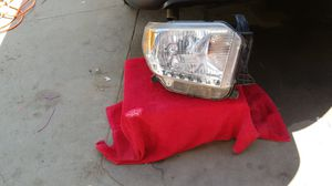 Toyota Tacoma right headlight for Sale in Paramount, CA