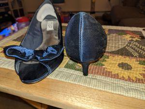 Blue silk 7.5 M kitten heel dress shoe for Sale in Lakehurst, NJ