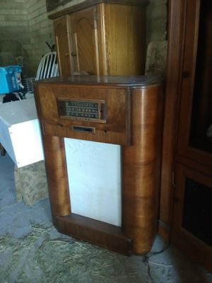 Antique radio needs cord replaced has tubes for Sale in Menifee, CA