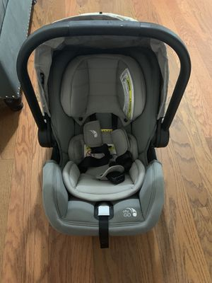 Infant car seat / city go by baby jogger for Sale in Mount Juliet, TN