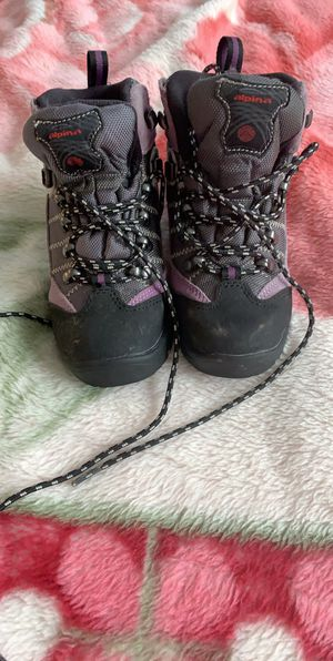 Alpina Toddler Girl Winter Boots size 12/13 for Sale in St. Louis, MO