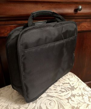 Lenovo Laptop bag in excellent condition. Size 13 by 10 inches for Sale in Stone Mountain, GA