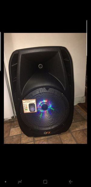 15 in Bluetooth speaker for Sale in Elgin, IL