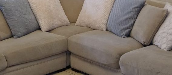 12 Down Feather Couch Pillows for Sale in Lakeland,  FL