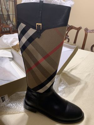 Burberry Boots size 7,7 1/2 for Sale in Downers Grove, IL