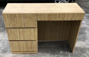 Desk with Hutch / Escritorio con conejera for Sale in Miami Gardens, FL