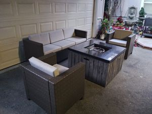 Outdoor patio conversation set with firepit for Sale in Los Angeles, CA