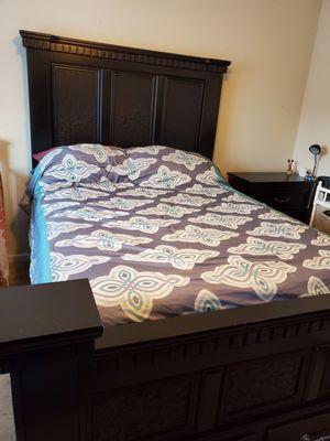 Queen bedroom set 3 piece for Sale in Brentwood, NC