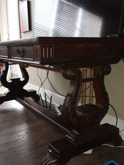 60x30 Beautiful Wood Executive Desk for Sale in Wexford,  PA