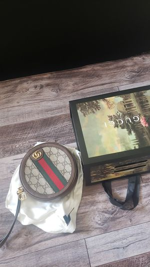 Gucci wallet purse for Sale in Cleveland, OH