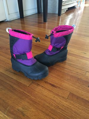 Size 2.. Girls snow boots ❄️❄️ for Sale in Los Angeles, CA