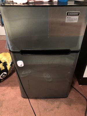Mini refrigerator for Sale in Oceanside, CA
