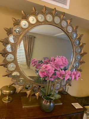 Beautiful large mirror on a stand ,4 ft diameter for Sale in Phoenix, AZ