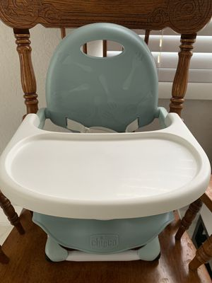 Chicco Pocket Snack Portable Booster Seat/Foldable for Sale in Hialeah, FL