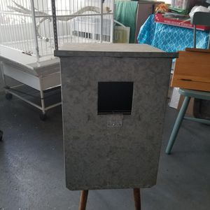 Parrot Nesting Box (MEDAL) for Sale in West Covina, CA