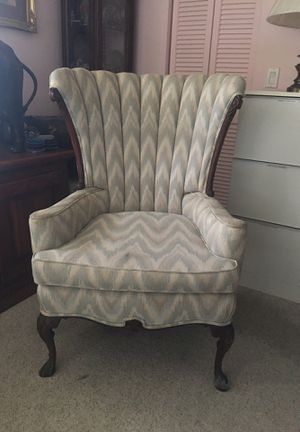 Antique chair for Sale in Englewood, FL