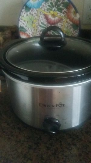 crock pot hardly used 4 quarts for Sale in Laguna Beach, CA